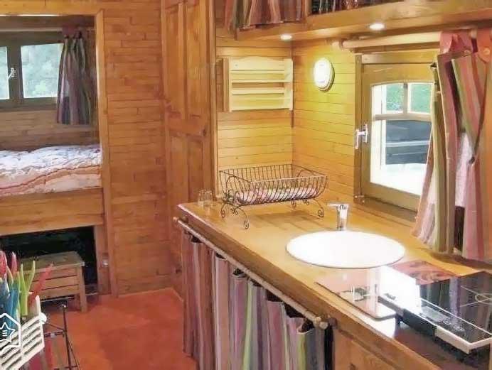 Кухня в бытовке - организация приема пищи в вагончике